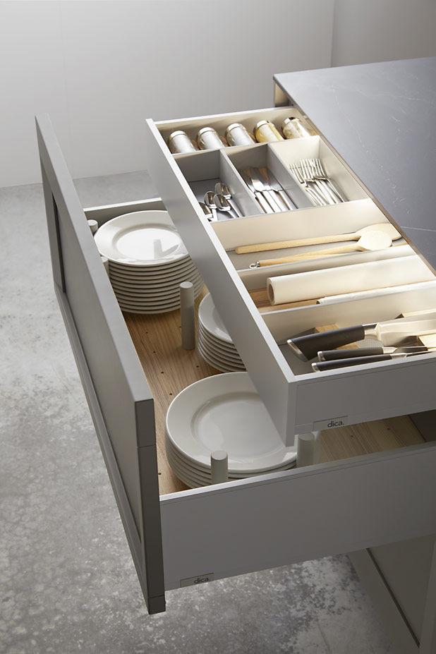 Muebles de cocina a medida con calidad artesanal acana for Mueble estrecho cocina